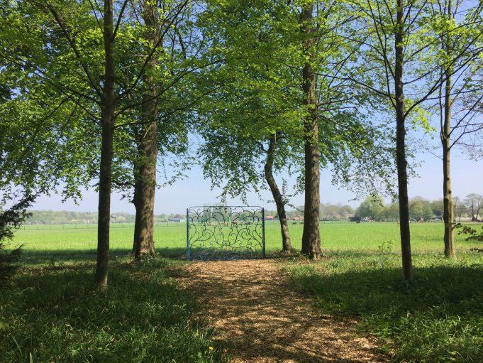 Een van de 'ledikant' hekken op landgoed Sypesteyn bij Loosdrecht.