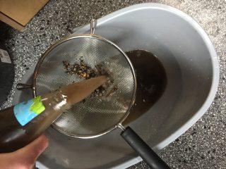 Water bij de schimmelkweek voor de compostthee
