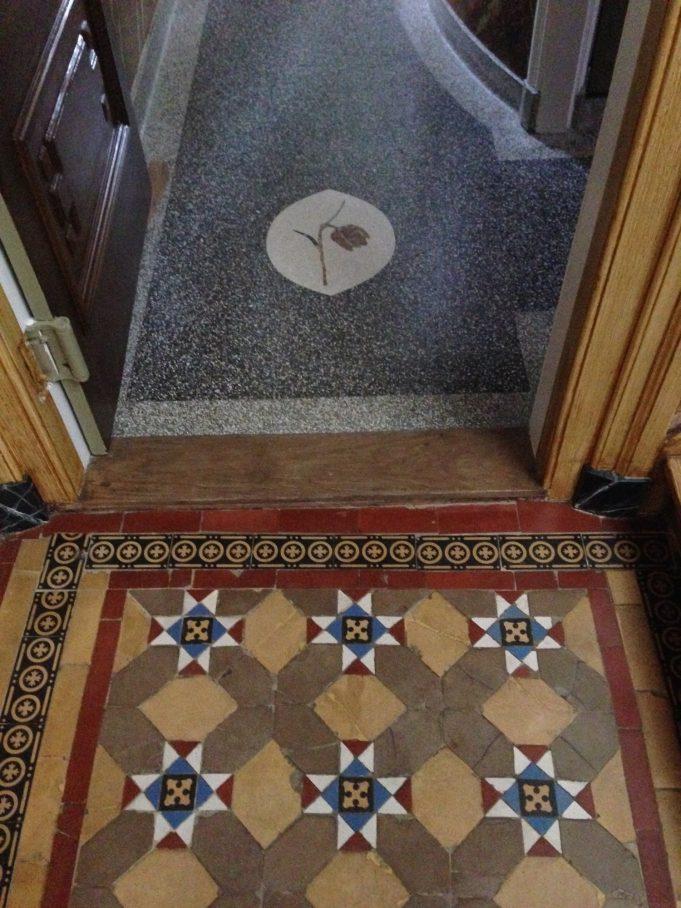 Vloer hoofdgang en granitovloer zijgang