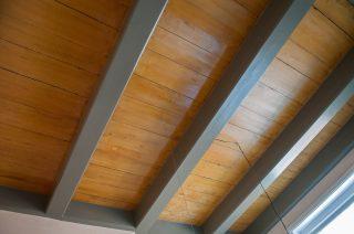 Plafond met origineel imitatie eiken geschilderde planken