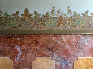 Doktershûs monumentale gang. Plantrank in Art nouveau stijl, zeer waarschijnlijk onder dokter Hooghoudt en zijn vrouw aangebracht. ca. 1908.